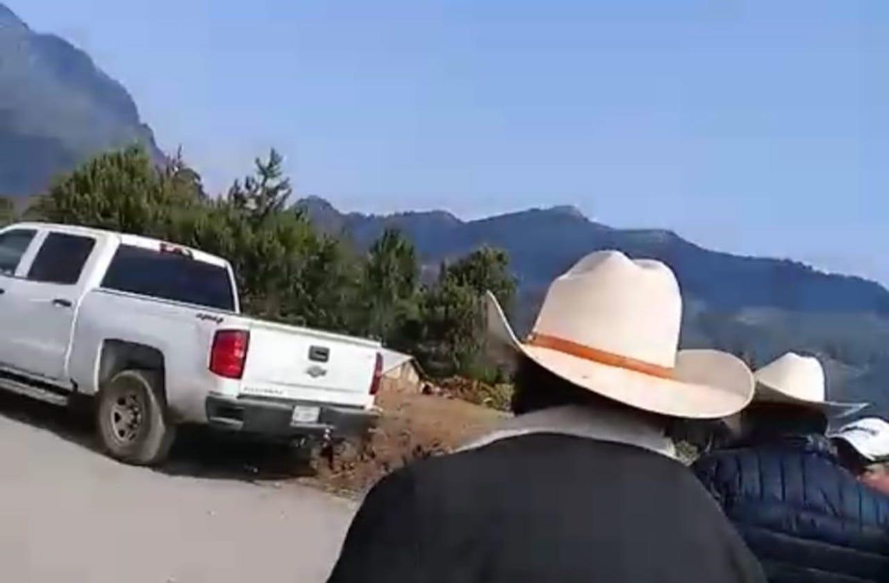 En evento, amenazan con pistola a alcalde de Mariano Escobedo