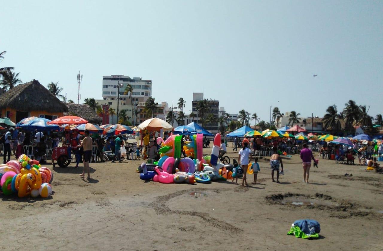 En plena pandemia, abarrotan playas de Veracruz