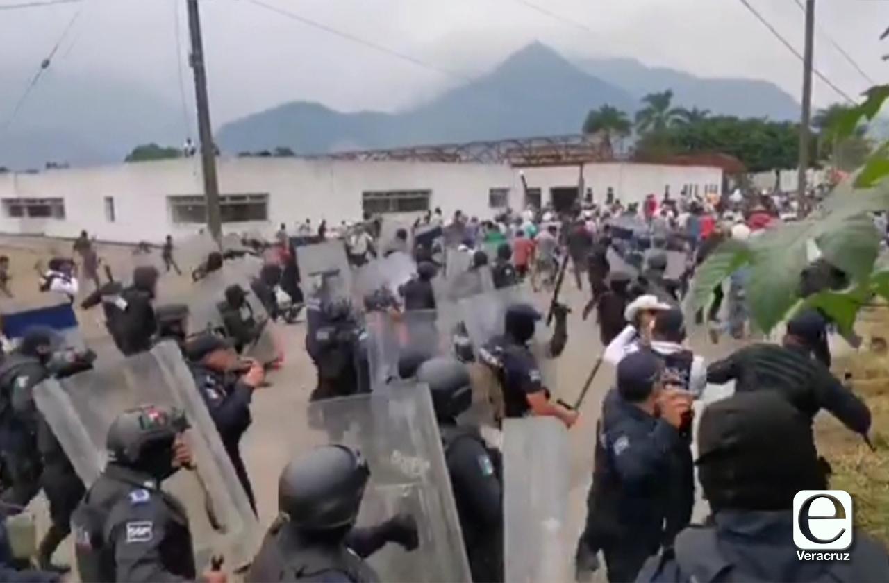 Se enfrentan policías y pobladores en Orizaba; hay detenidos