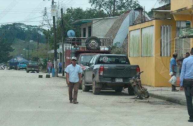 Entre miedo y dolor, dan último adiós a asesinados en Las Choapas
