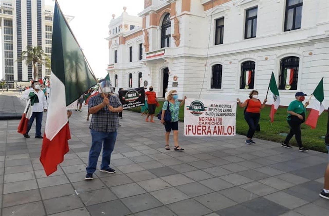 Entre protestas, segundo día de AMLO en Veracruz