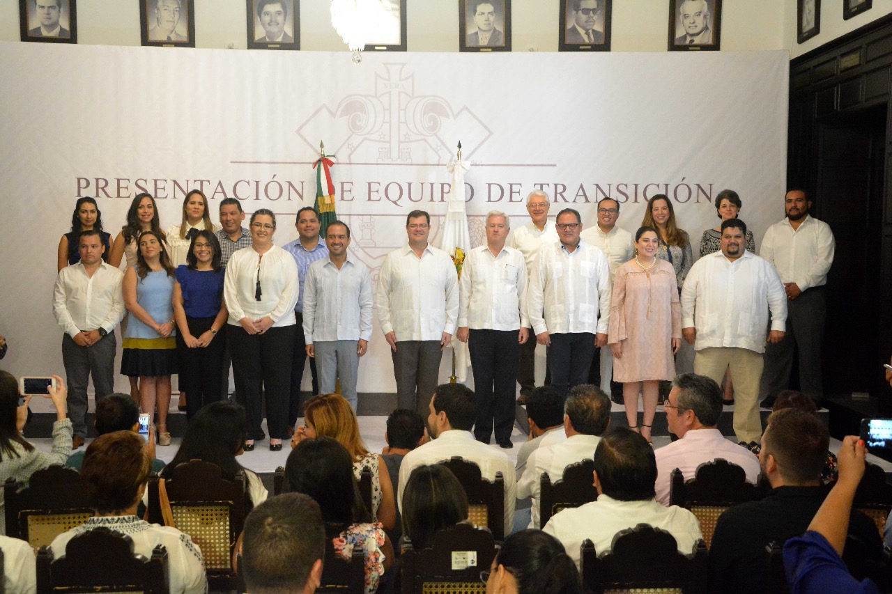 Yunes Márquez presenta a su equipo de transición en Veracruz