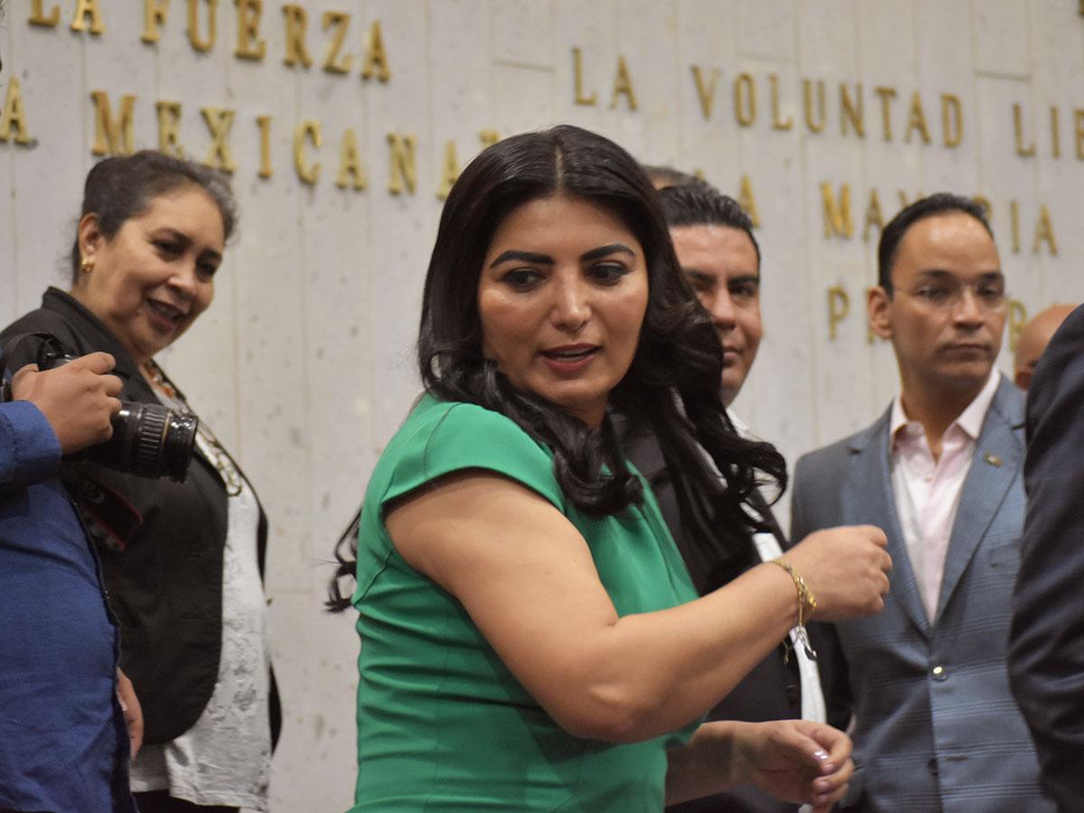 Amagada con denuncias, diputada del PRI avala PVD de Cuitláhuac
