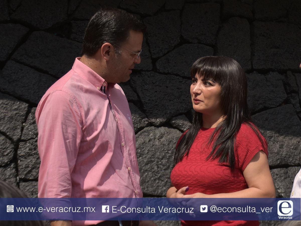 Al igual que su hijo, Erika Ayala recibió plaza en Cobaev sin tener licenciatura
