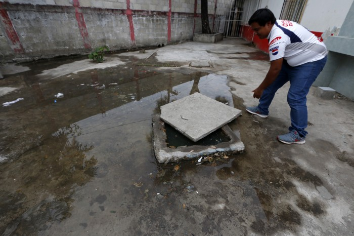 Alumnos de escuela primaria en El Coyol usan agua contaminada