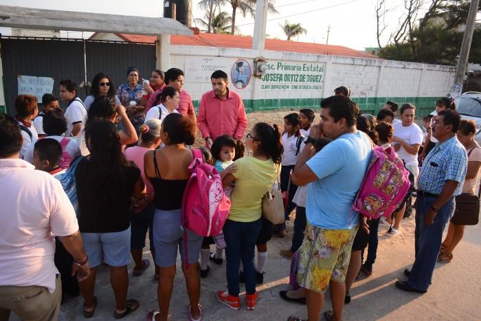 Cierran escuela para evitar riesgos tras abandono en tareas de demolición