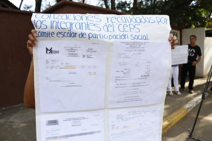 Protestan por irregularidades financieras en escuela del puerto de Veracruz