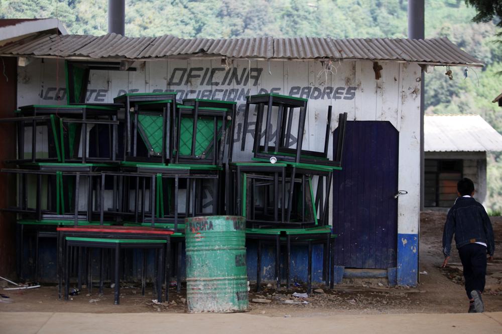 Escuela en Soledad Atzompa con graves carencias