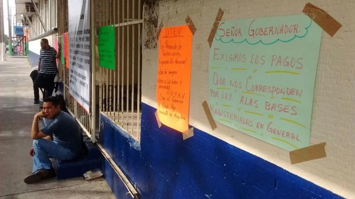 Sindicatos mantienen paro de brazos caídos en 5 mil escuelas