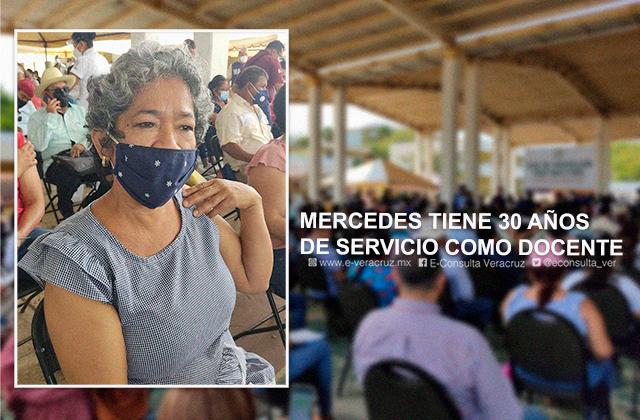 Mercedes es maestra desde hace 30 años; hoy se vacunó en Coatza