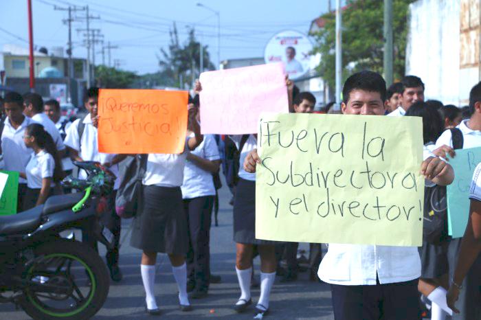 Estudiantes del Cbtis 190 exigen destitución de director