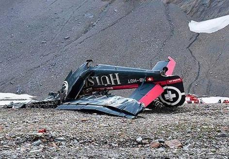 Veinte muertos al estrellarse avión militar en Suiza