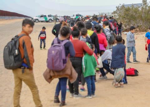 Migrantes cruzaron a través de túneles a EU; arrestan a 376