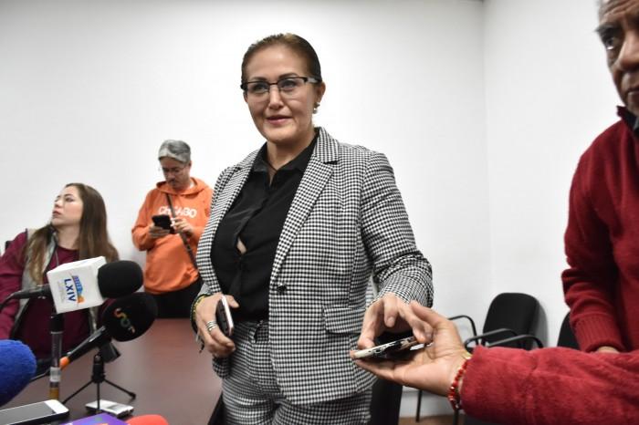 Eva Cadena acusa a Rocío Nahle de favorecer a su compadre con convenios