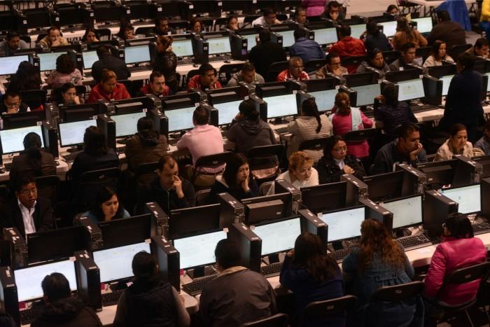 SEV: se evaluó al 91% de los maestros citados