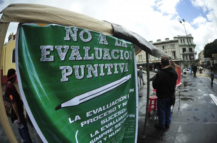 Exámenes vulneran los derechos laborales del magisterio: CNTE