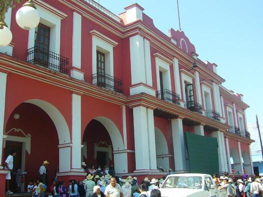 Por violencia, cierran palacio municipal y comandancia de Coscomatepec