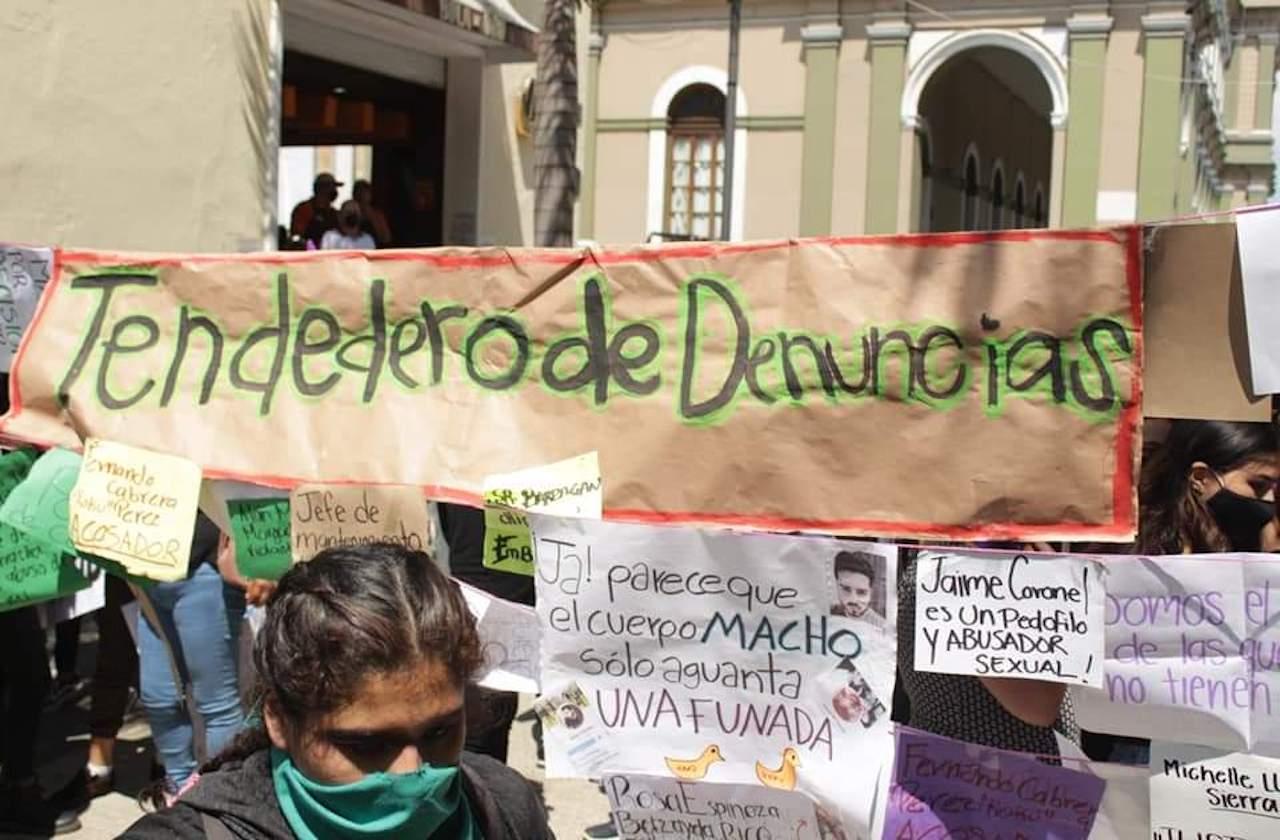 Exhiben a profesores y alumnos en tendedero de Córdoba