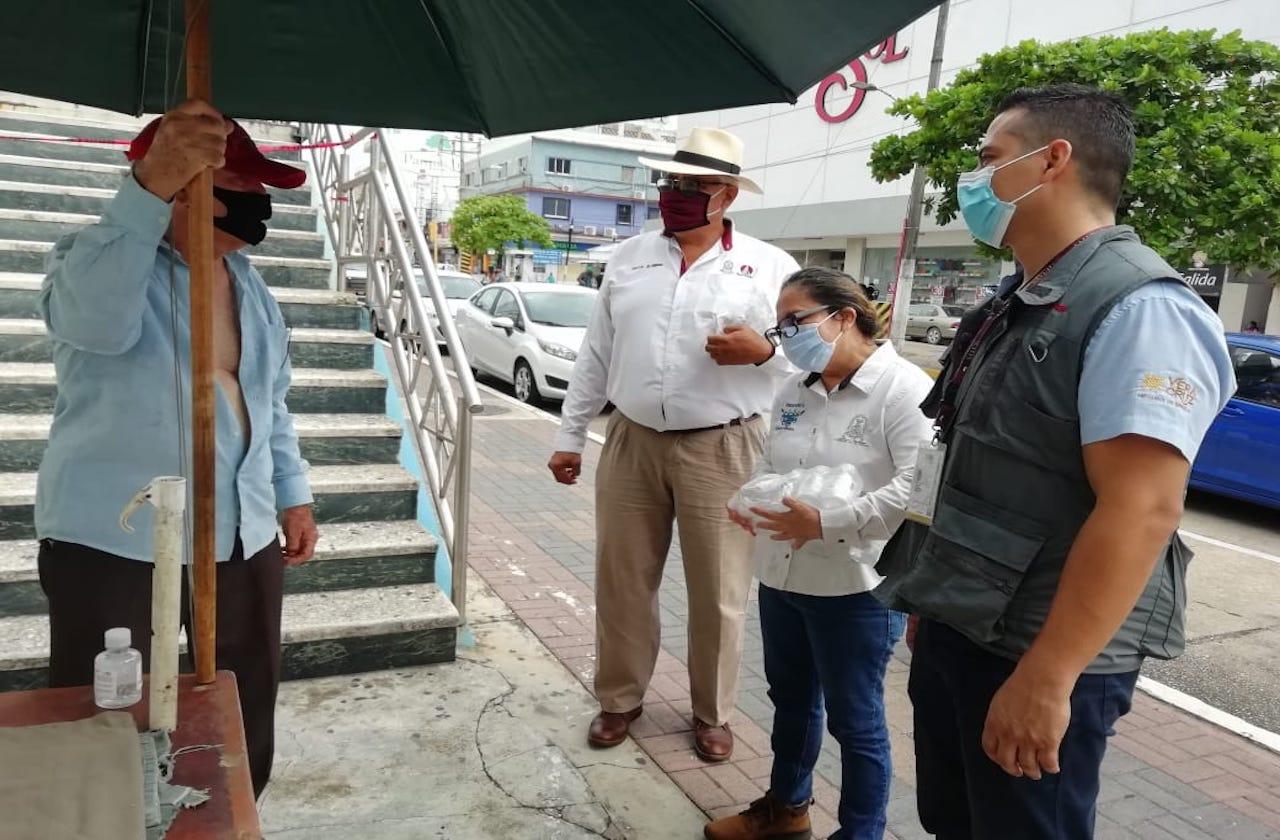 Exhortan a ambulantes de Coatza a reforzar medidas sanitarias