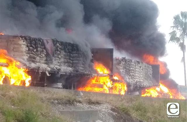 VIDEO | Explota camión con cemento en la Córdoba-Veracruz
