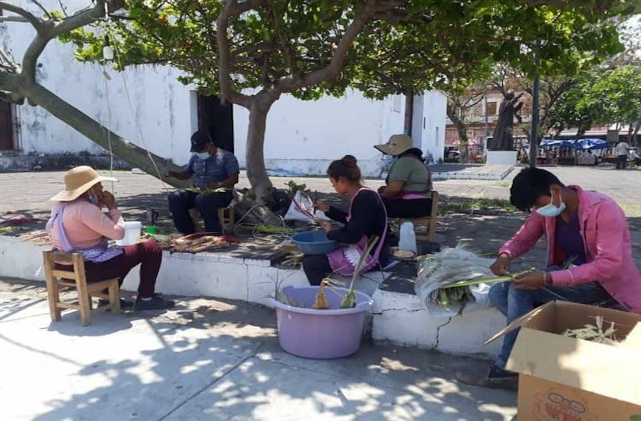 Familia regresó a Veracruz para vender ramos en pandemia