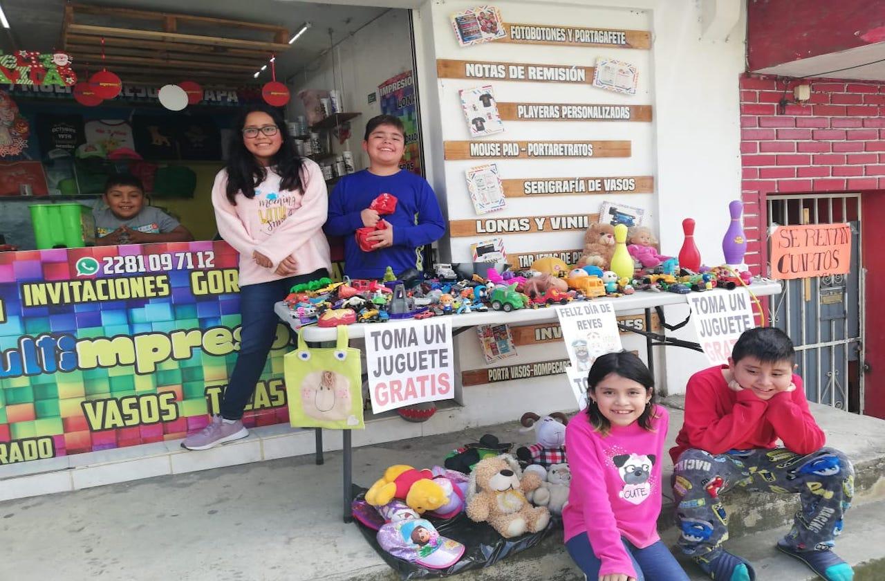 Familia se solidariza con Reyes Magos y se viraliza en Xalapa