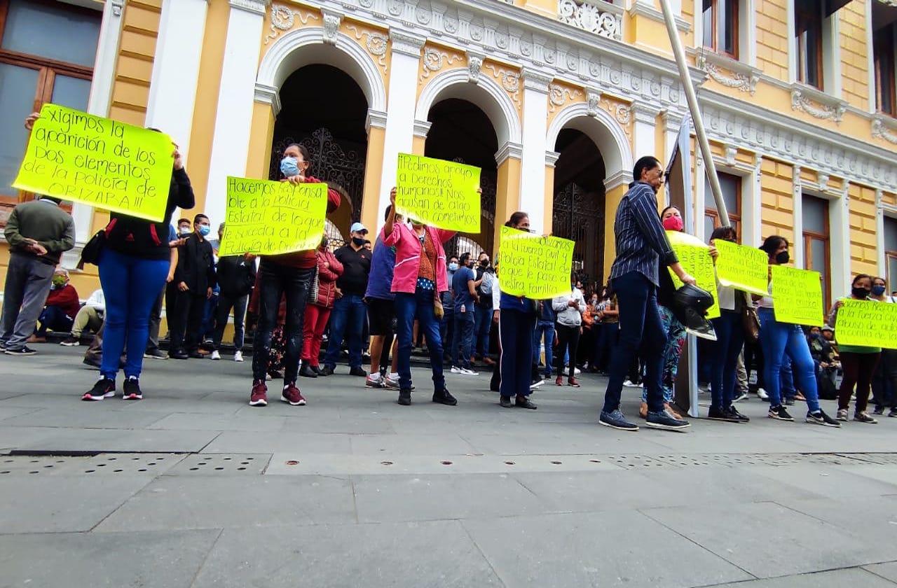 Familiares protestan tras operativo contra policías orizabeños