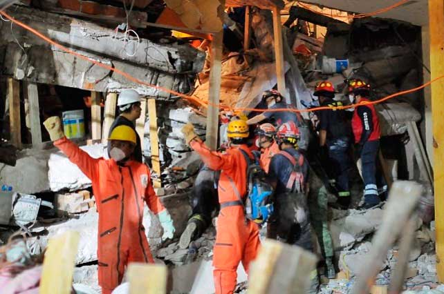 Tv Azteca muestra fraude de Televisa tras sismo: Niña Frida Sofía no existe