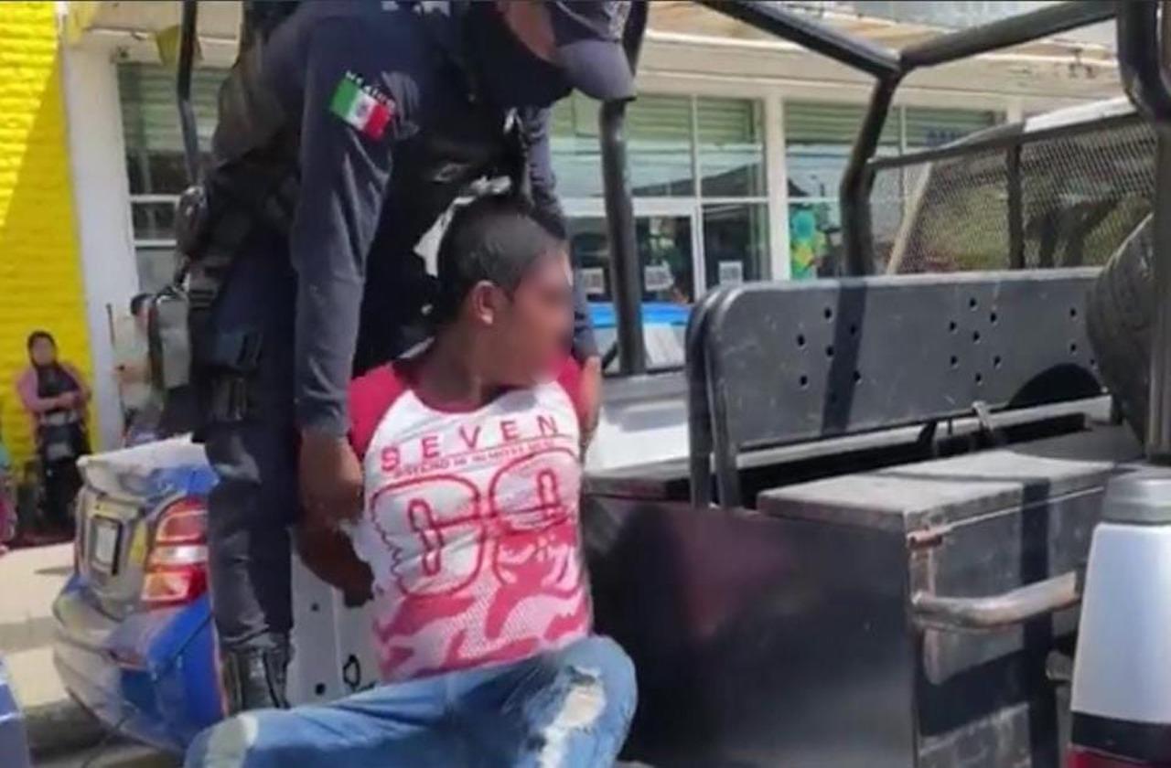 Fayuqueros detienen a ladrón tras asaltar a mujer, en Mina