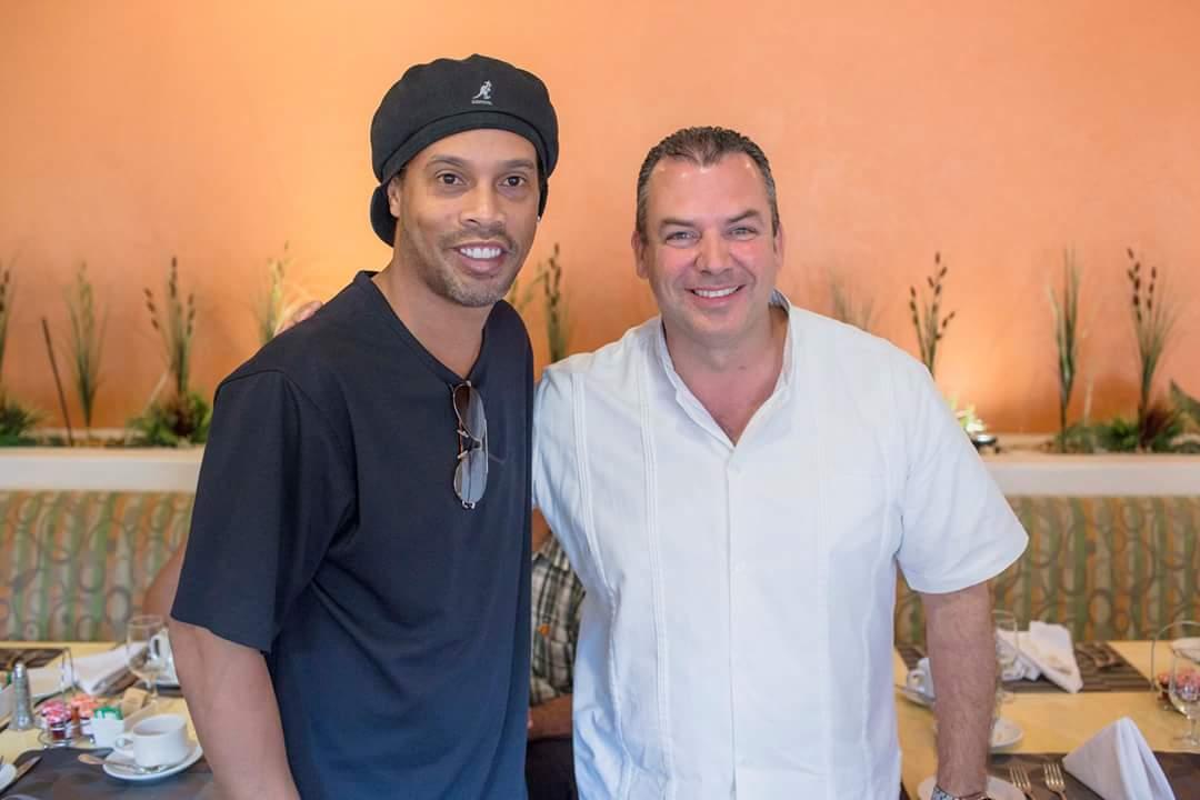 Ronaldinho deja plantados a aficionados en Veracruz