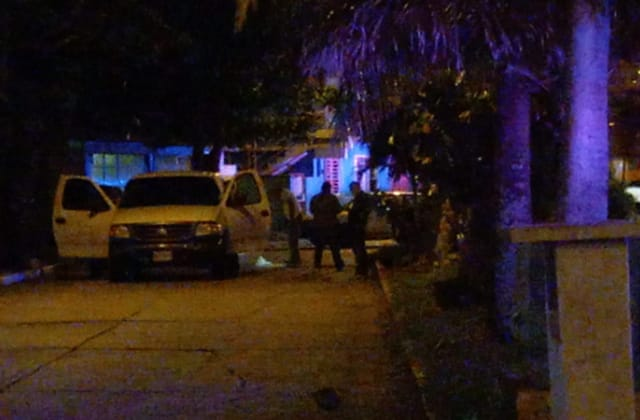 Noche violenta en Coatza; asesinan a joven en plena calle