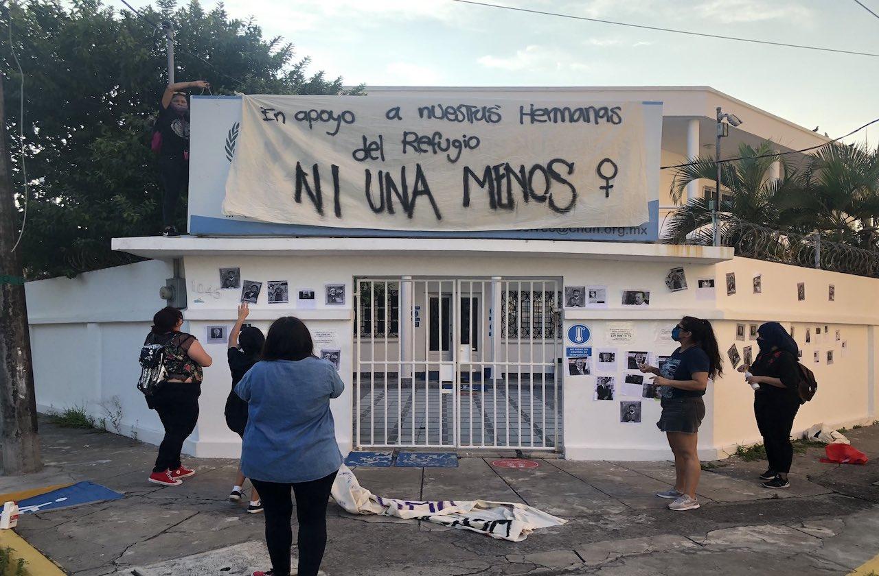 Protestan ante oficinas de CNDH por víctimas de feminicidio
