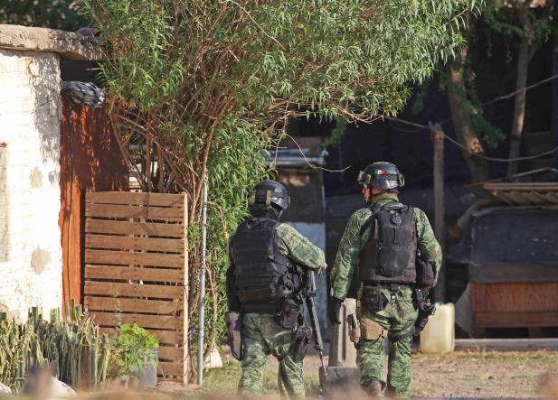 Jalisco: Encuentran bolsas y tambos con restos humanos