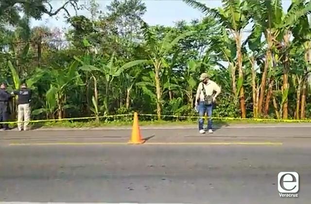 Hallan cadáver en la carretera Huatusco-Fortín