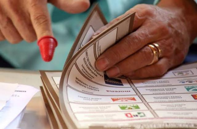 Así morenistas se repartieron candidaturas pluri a diputados locales