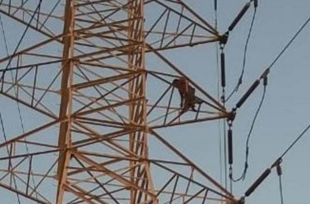 Sujeto se electrocutó en torre eléctrica de Veracruz; amenazó con aventarse