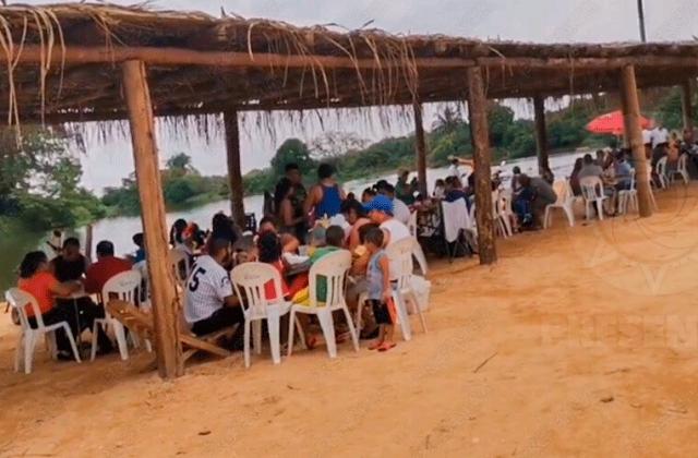 Candidato convoca 'covifiesta' en playa al sur de Veracruz