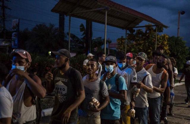 'Perdimos todo'; sale caravana migrante hondureña hacia EU