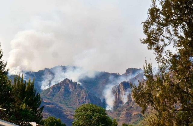 No cede incendio en Tepoztlán; van más de 200 hectáreas consumidas