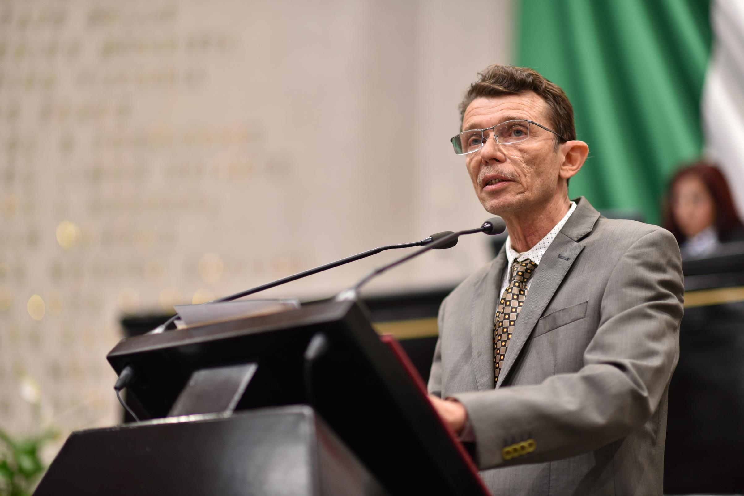 José Kirsch ni se encarta ni se descarta como próximo Secretario de Salud