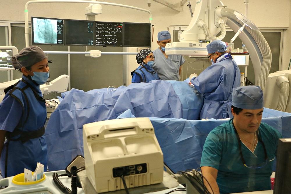 Realizan en ISSSTE Veracruz primer implante en el país de válvula aórtica