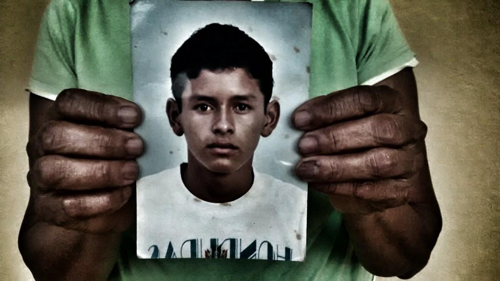 Madre de migrante busca a su hijo desaparecido en Veracruz