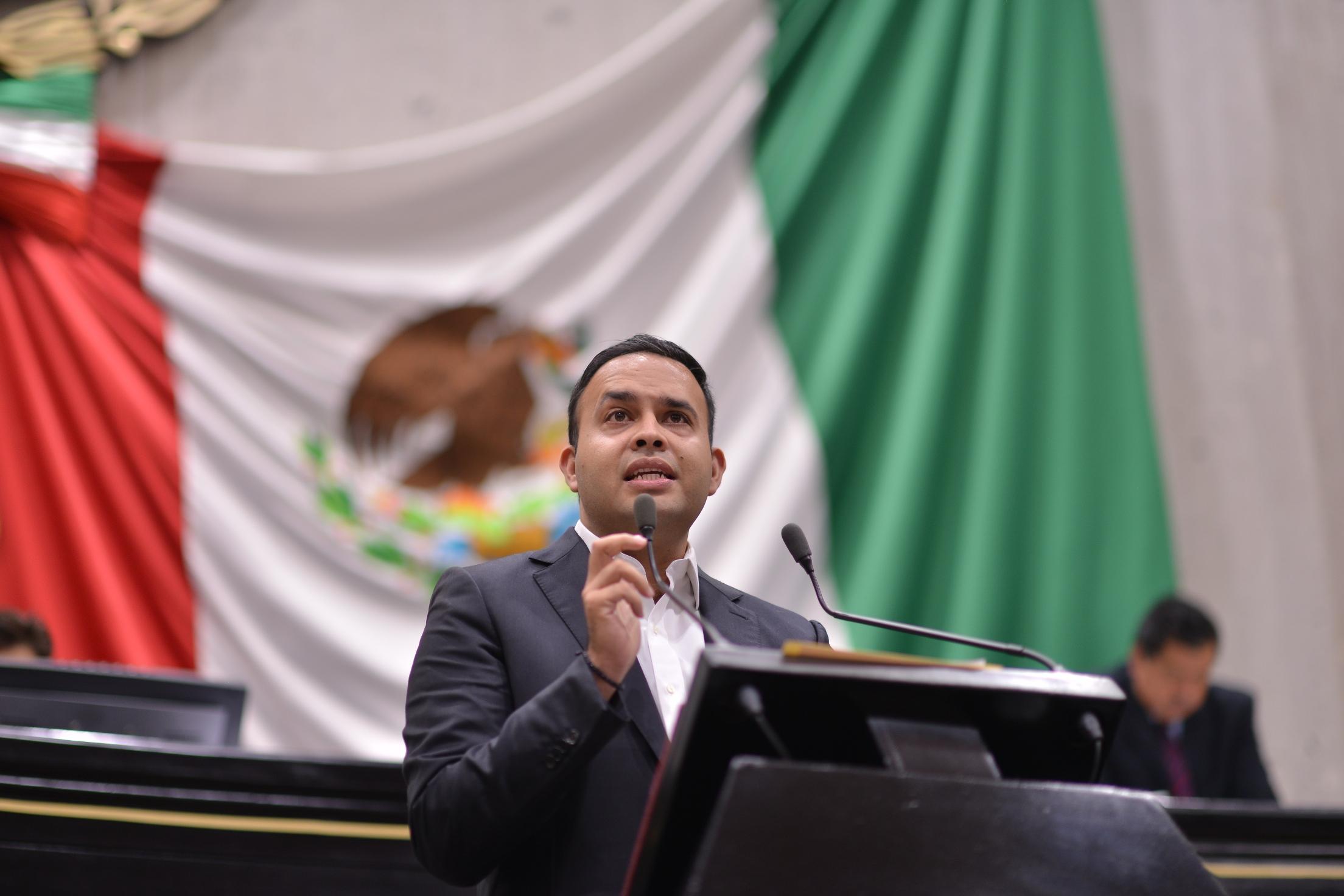 Título y Cédula profesional, requisitos para ocupar cargos municipales: Carlos Morales
