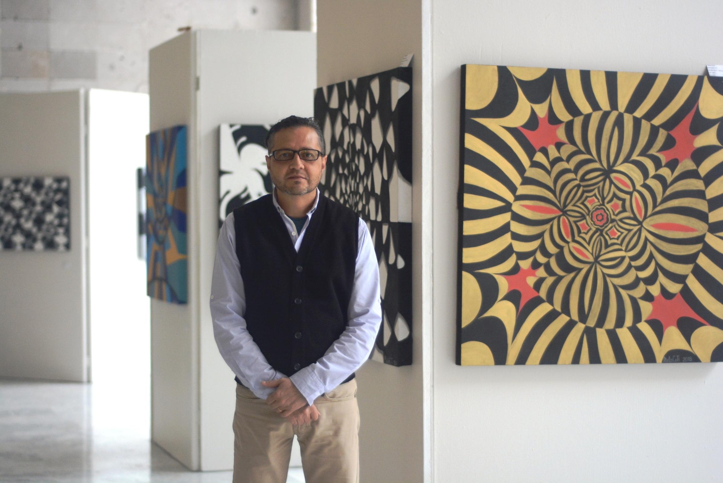 """Expone Marco Campuzano en el Congreso su obra """"Vida Caleidoscópica"""""""