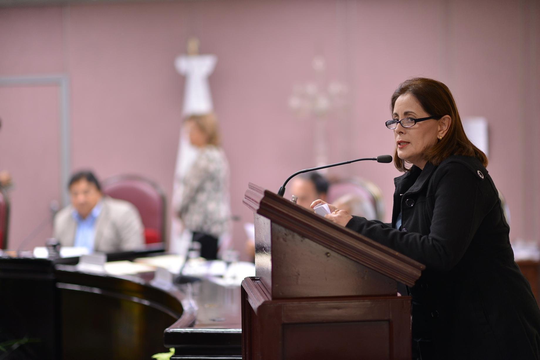 """Diputada exhorta al ayuntamiento de Minatitlán rehabilitar mercado """"Solidaridad"""""""