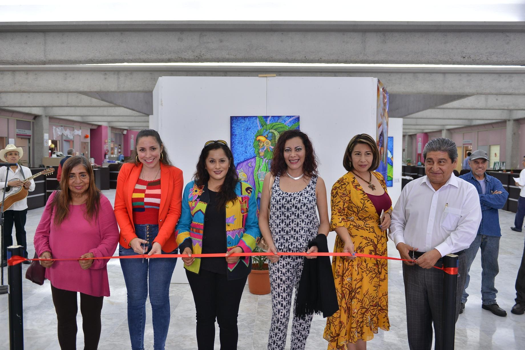Inauguran la obra Tének en los pasillos del Congreso del Estado