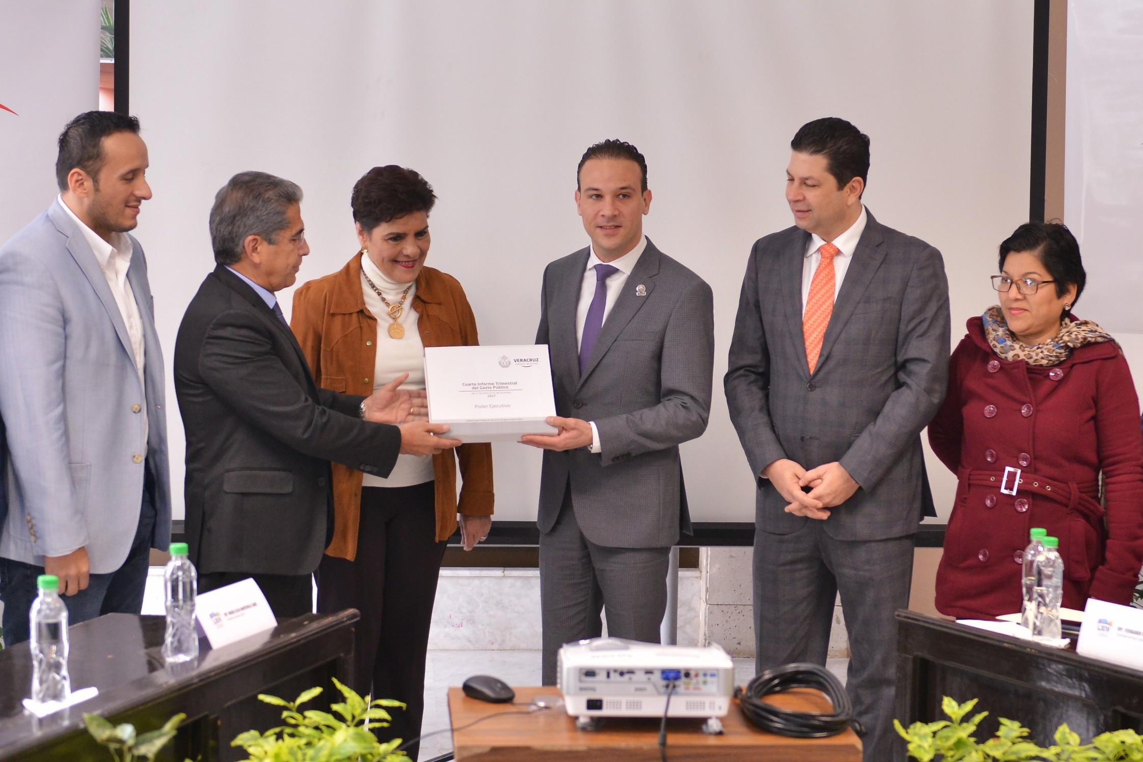Finanzas de Veracruz devuelven certidumbre a inversionistas: Diputado Unánue Abascal