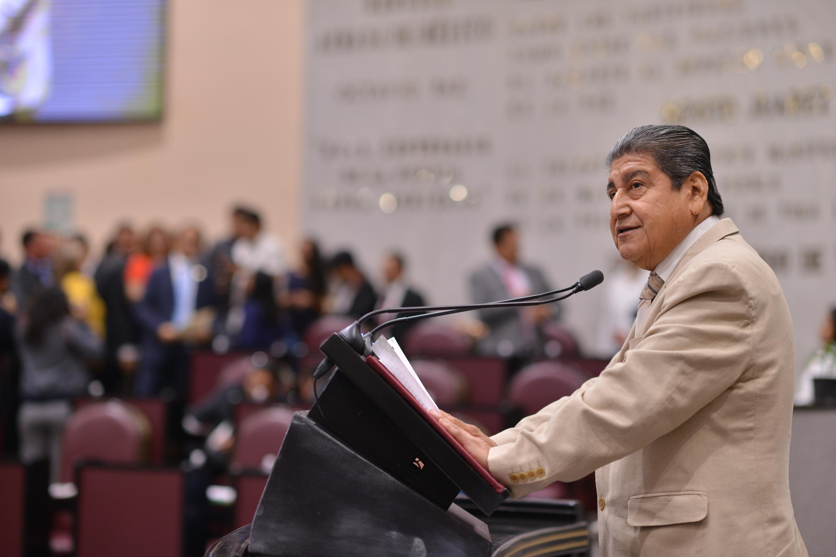 Diputado Manuel Francisco se pronuncia en contra del maltrato a los toros