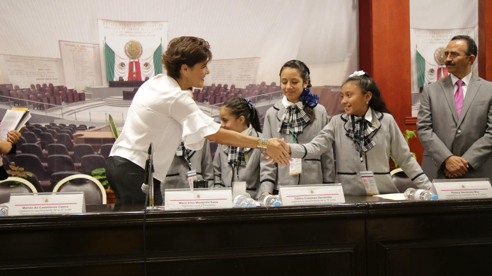 Preside Mariely Manterola rendición de cuentas de legisladoras infantiles de Veracruz
