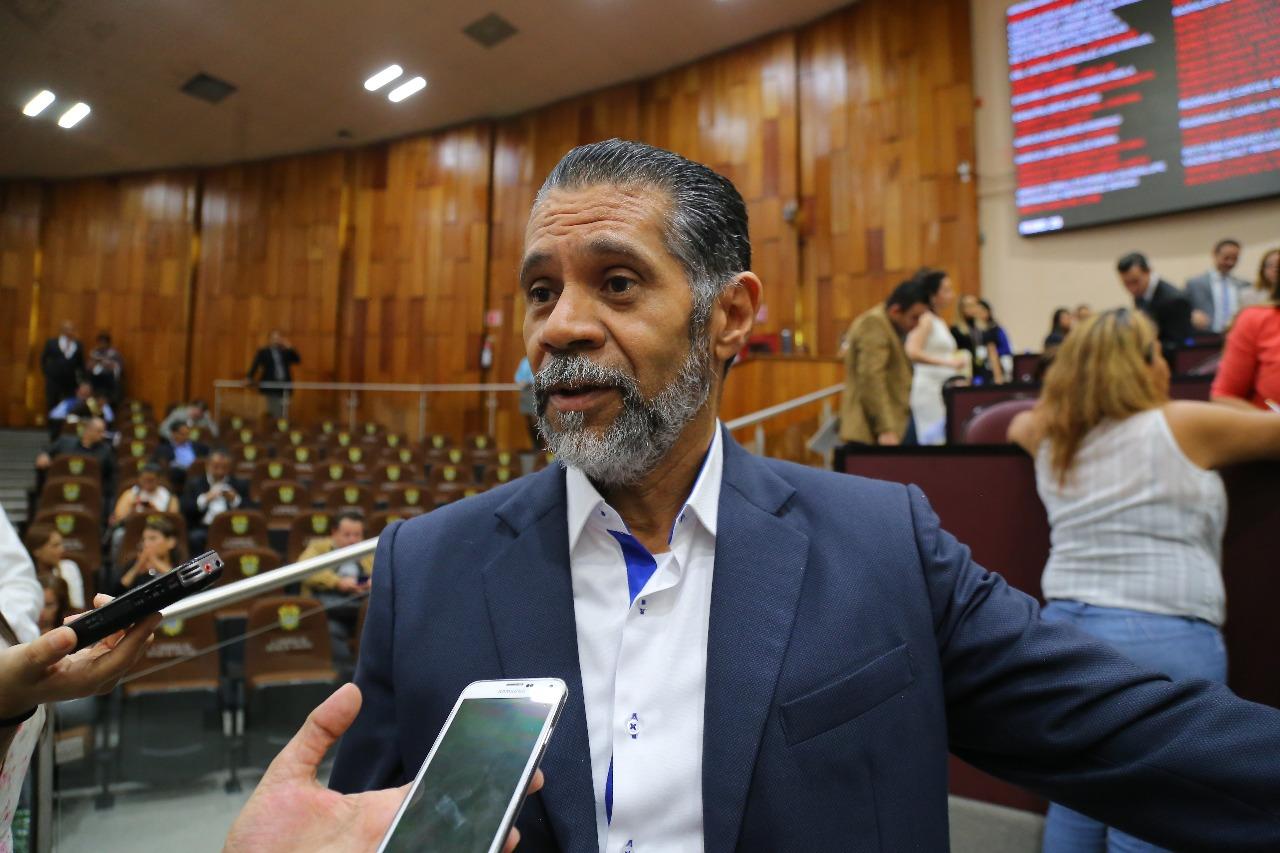 Ayuntamientos deben reconstituir sus policías municipales: Tito Delfín